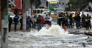 Imagem do Vazamento registrado pelo G1 na Av Elísio Teixeira Leite. Crédito da Foto G1