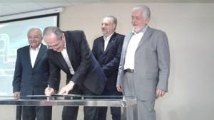Ministros assinam portaria conjunta (foto: Ministério das Comunicações).