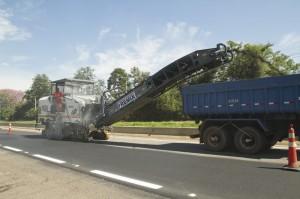 Microfresagem na Rodovia Raposo Tavares (Foto: Ciber)