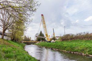 Superlift 3800 na construção da ponte (foto: divulgação).