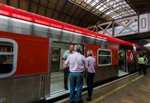 Novo trem da CPTM tem passagem livre entre os vagões. Foto: Alexandre Carvalho/A2img